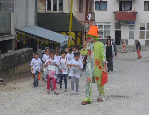 mala srebrenica djeca obilaze grad
