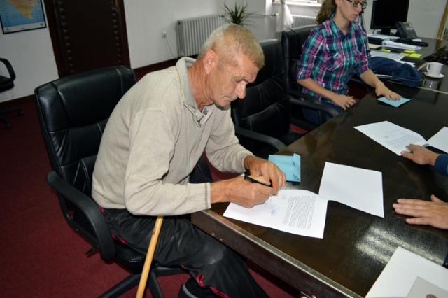 potpisivanje-ugovora-stan