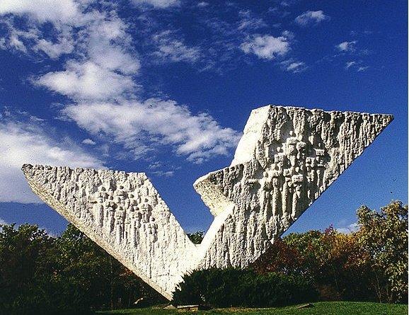 Krvava bajka Spomenik u Kragujevcu