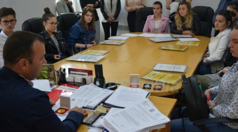 Učenici Srednjoškolskog centra na sastanku kod načelnika